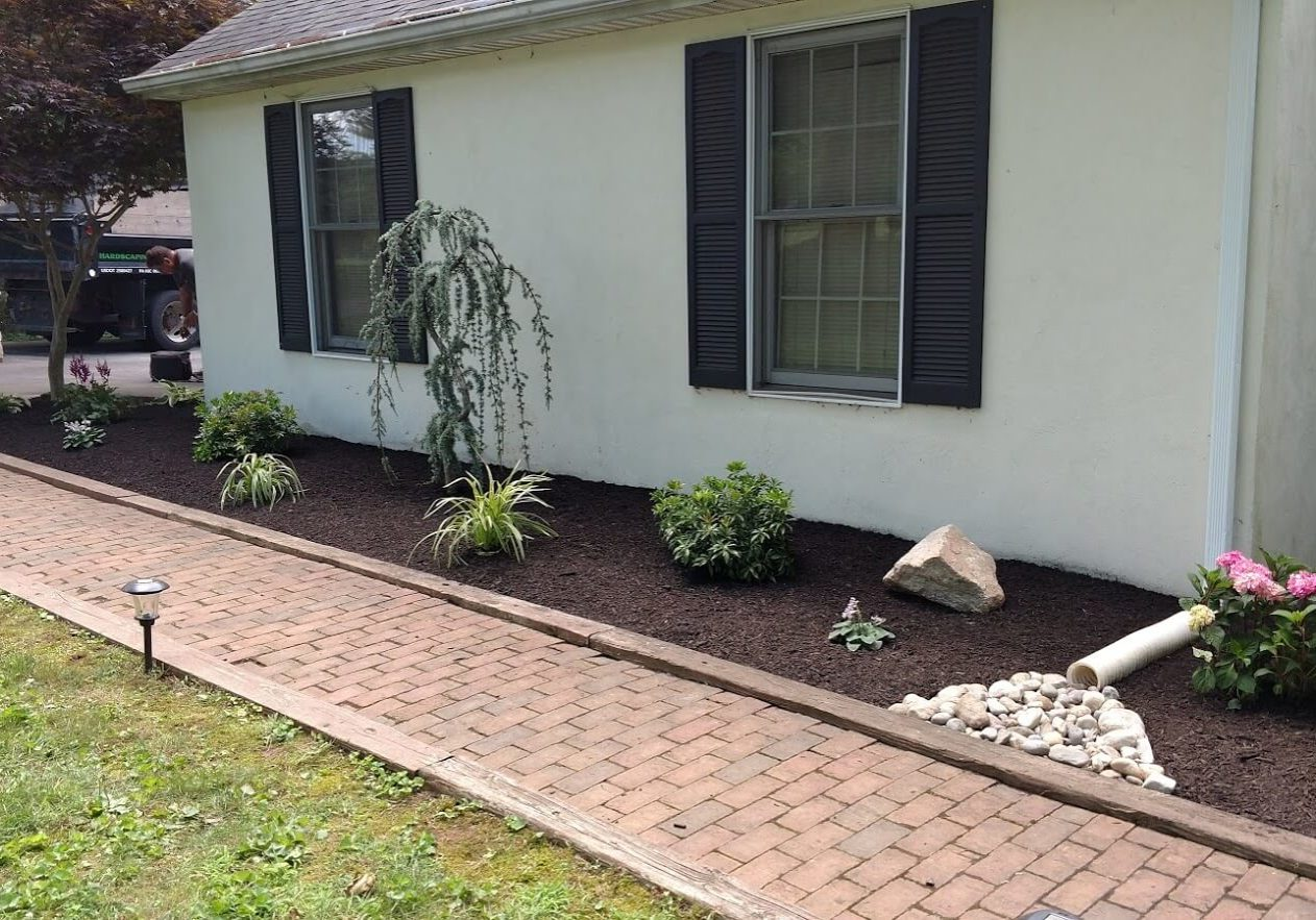 yard-maintenance-landscaping
